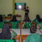 CD Trainer, Kait, teaches local school children about coral reef ecology